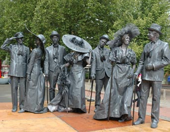 living-statues